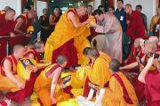 Дээрхийн гэгээнтэн Далай лам Гоман дацанд шавилан суралцаж буй Монгол хувилгаадтай уулзав. Мөн энэ үеэр Монгол улсын Гадаад хэргийн сайд Занданшатар Дээрхийн гэгээнтэнд мөргөв. 2011 оны 2 сар