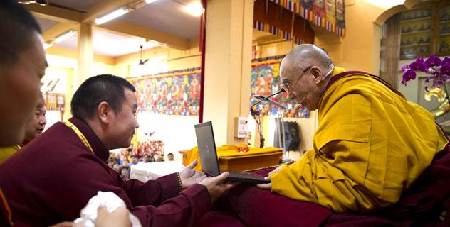 Дээрхийн гэгээнтэн Далай багш dalailama.mn цахим хуудсанд зочилсноор номын айлдвар эхлэв