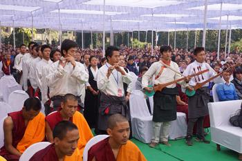 Дээрхийн Гэгээнтэн Далай лам ТСТИС-д үг хэлж, Дамек Суварга болон Сарнатын Төвд сүмд зочлов