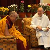 """Дээрхийн Гэгээнтэн Далай лам болон эцэг Лоренс Фрийман нар """"багш ба шавь"""" сэдвээр ярилцлаа"""