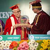 Химачал Прадешийн Централ Их Сургууль Далай Ламд хүндэт докторын зэрэг гардуулан ёслол хийв