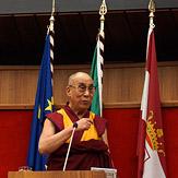 """Дээрхийн Гэгээнтэн Далай Лам Трентод уригдан """"Бэрхшээлтэй орчлонд аз жаргалтай амьдрах нь"""" сэдэвт илтгэл тавив"""